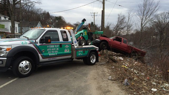 Truck Pulled From Water After Crash In Waterbury Kctv5
