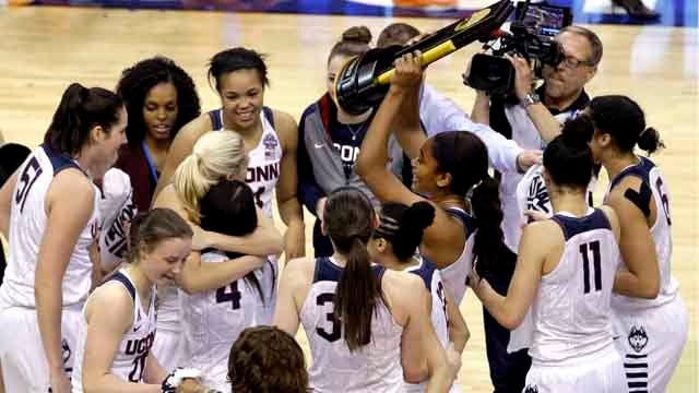 Members of Connecticut celebrate after defeating Syracuse in the championship game at the women's Final Four in the NCAA college basketball tournament Tuesday, April 5, 2016, in Indianapolis. Connecticut won 82-51. (AP Photo/Darron Cummings)