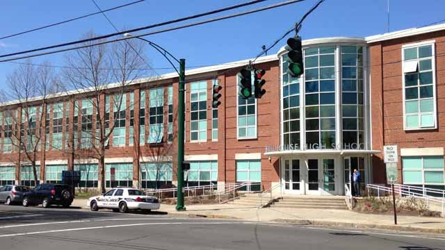 Bed bugs discovered at Hillhouse High School (WFSB)