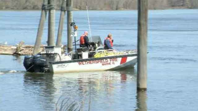 Mother, children rescued from CT river after boat flips over (WFSB)