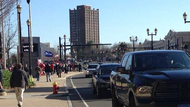 Crowds lined up early in Hartford on Friday for Donald Trump's campaign event. (WFSB)