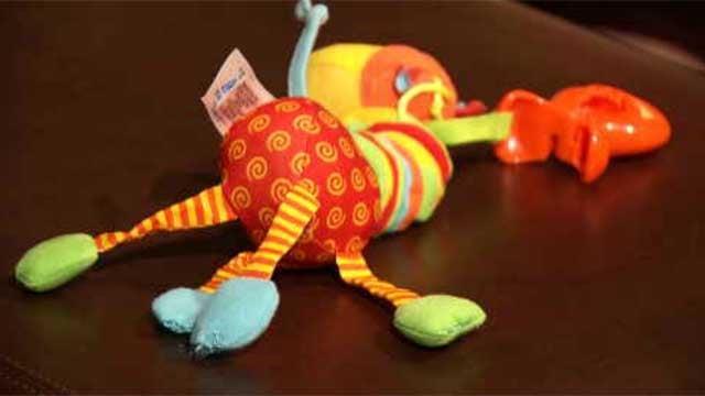 Jittering Giraffe toy (WFSB)
