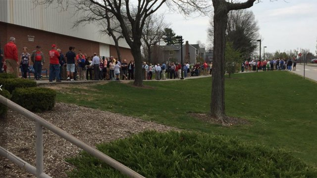 Lines formed before the start of the Kasich event at Glastonbury High School. (WFSB)