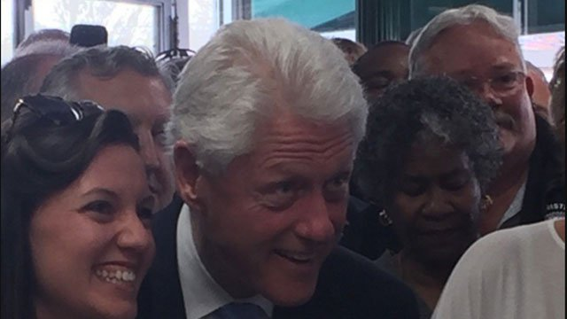 Former president Bill Clinton visits Augie & Ray's Drive-in in East Hartford (WFSB)