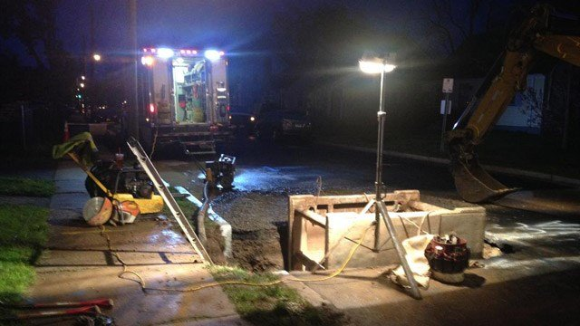 Crews repair a water main break in Hartford. (WFSB photo)