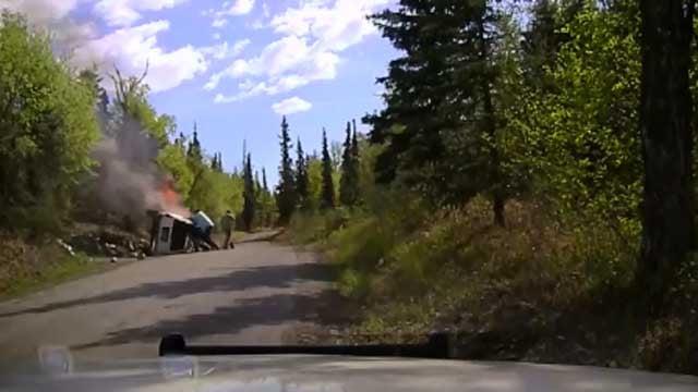 Good Samaritan helps free driver from car after crash (CBS News)