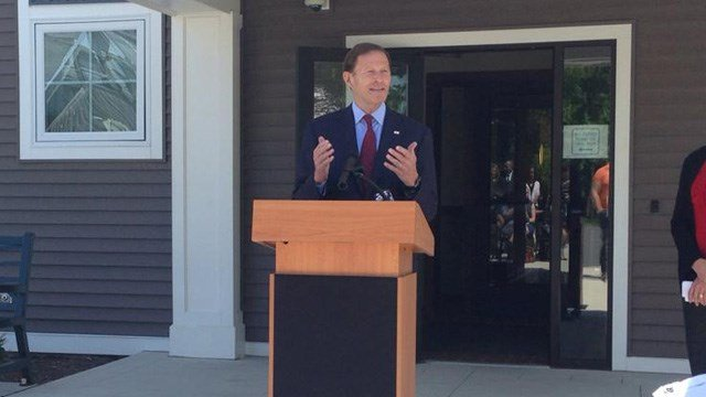 Sen. Richard Blumenthal discussions a bill to end veteran homelessness in Hartford Monday. (WFSB photo)