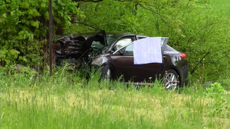 Driver injured in Middlebury crash. (WFSB)