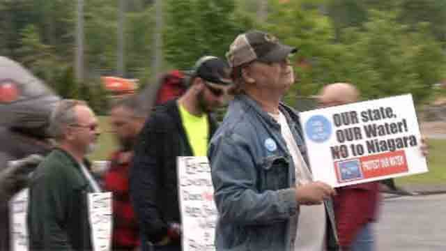 Union workers protest at future water bottling site (WFSB)