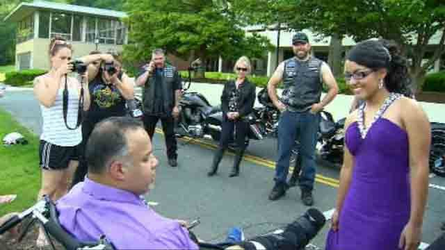 A proud dad was able to see her teen off to prom thanks to a local motorcycle club. (WFSB)
