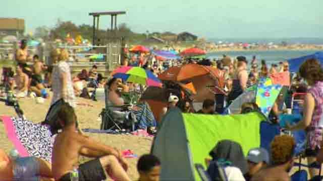 Hundreds head to the beach Memorial Day weekend (WFSB)