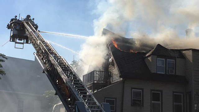 A fire broke out at a 3-story building in Hartford Thursday morning. (WFSB photo)