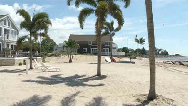Old Lyme beach turns tropical for CT bride (WFSB)