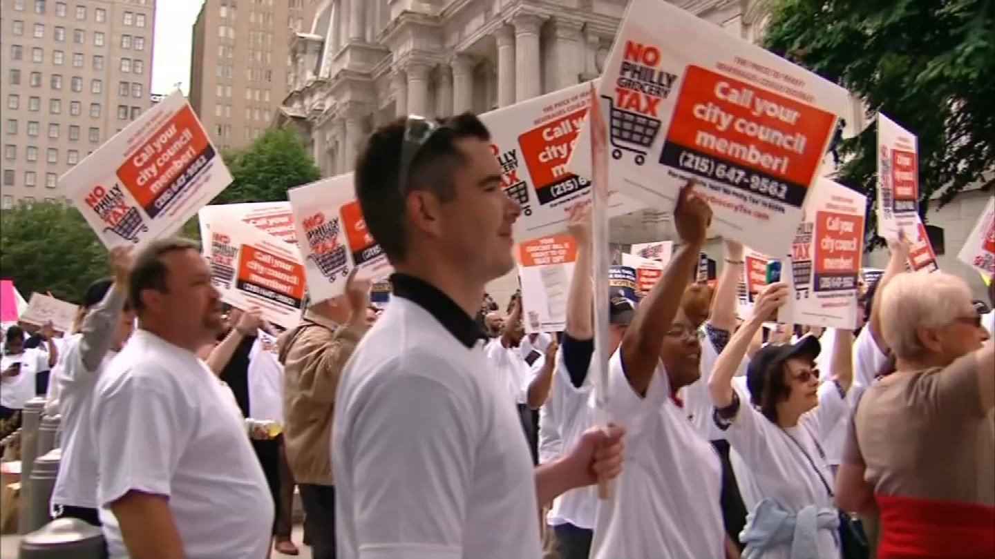 Protesters lined the streets in front of Philadelphia's City Hall this week. (CBS photo)
