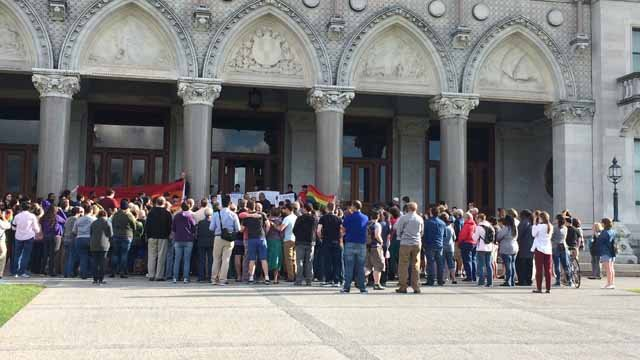 Members of the LGBT and Muslim communities came together on Sunday night in Hartford to show their support for Orlando. (WFSB)