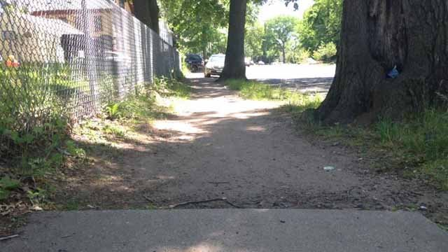 New Haven residents say these dirt sidewalks are dangerous for their street. (WFSB)