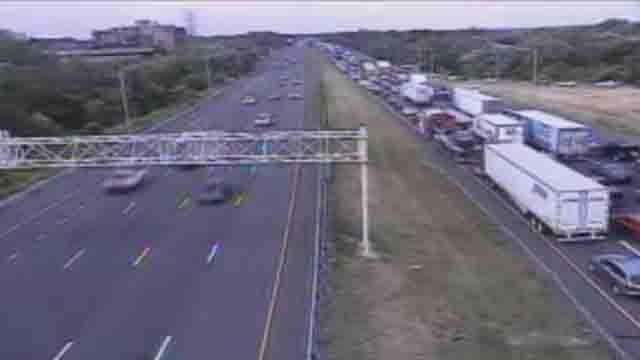 Crash causes delays on I-91 north in Wethersfield. (DOT)