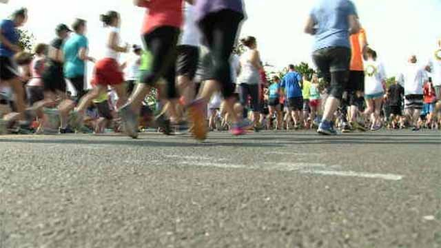 Thousands participate in the annual GE 5K Road Race. (WFSB)