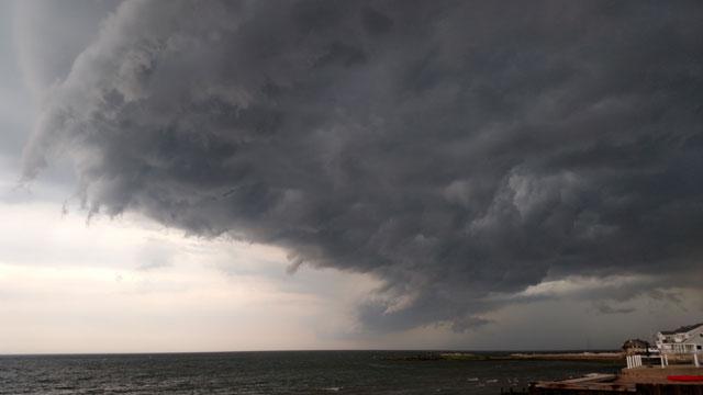 Thunderstorm hits shore of East Haven. (glenn rasmussen)