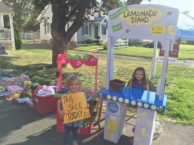 6-year-old Elle Connoy and 4-year-old Elaina Connoy set up a lemonade stand over the weekend. (Stephanie Lynn)