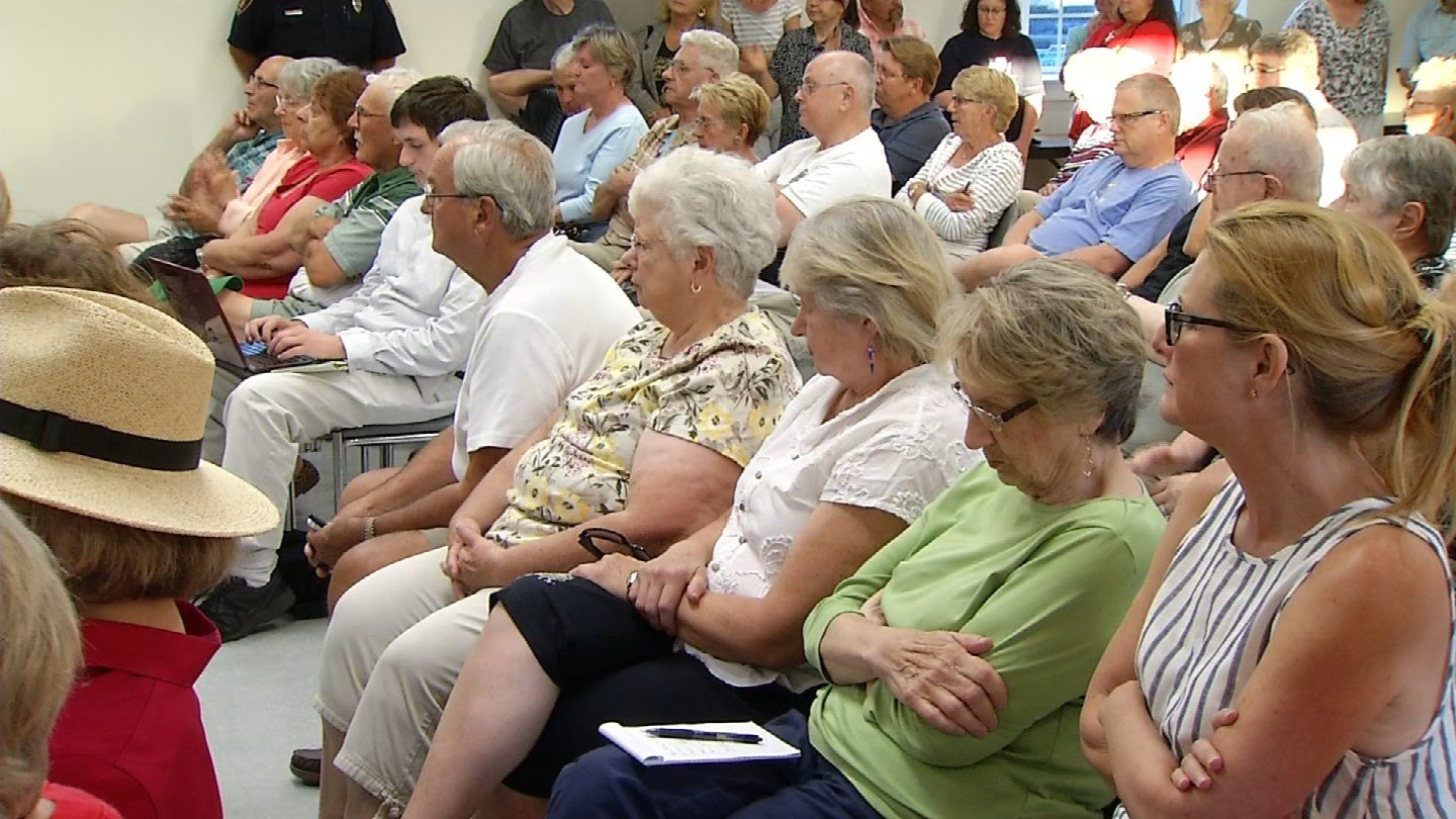 Residents pack a public hearing about a proposed Henny Penny store in Somers. (WFSB photo)