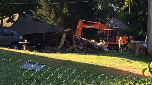 Explosion destroys CT house, 7 hospitalized