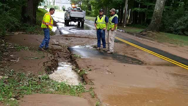 A water main break closed a Simsbury Road on Wednesday (Joan Coe)