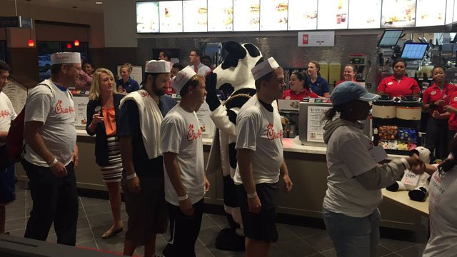 The first 100 filter into Chick-fil-A's new North Haven location. (WFSB photo)