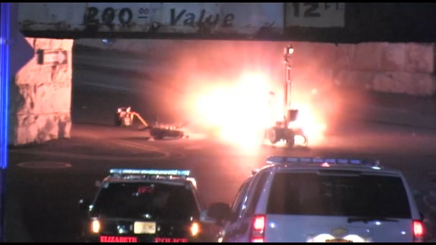 A device exploded in Elizabeth, NJ Sunday night as a robot worked to disarm it. (CBS photo)