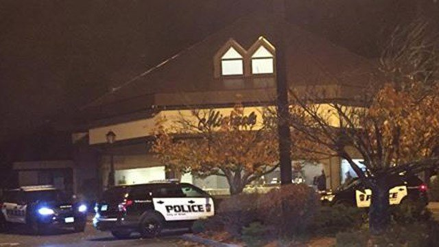 A burglary was reported at the Michael's Jewelers on Farmington Avenue in Bristol. (Mario Maloid/iWItness photo)
