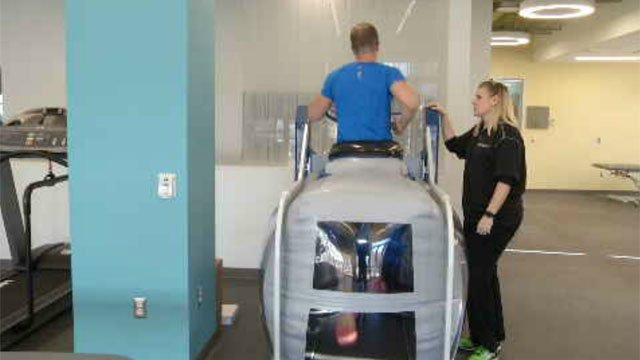 Channel 3's Mark Dixon tried out the anti-gravity treadmill (WFSB)