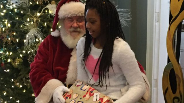 Ariana meets with Santa on Wednesday. (@LtFoley)