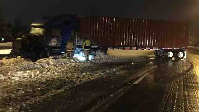 A tractor trailer crashed on I-395 north in Plainfield on Sunday (CT State Police)