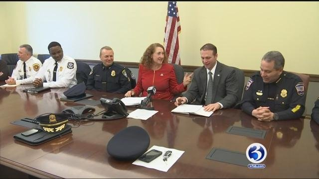 Congresswoman Elizabeth Esty and law enforcement leaders discuss undocumented immigrants on Friday.