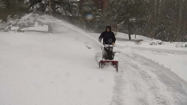 People are keeping up with cleaning up the mess Blizzard Eugene is leaving behind (WFSB)