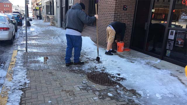 Crews clean up sidewalks in New London (WFSB)