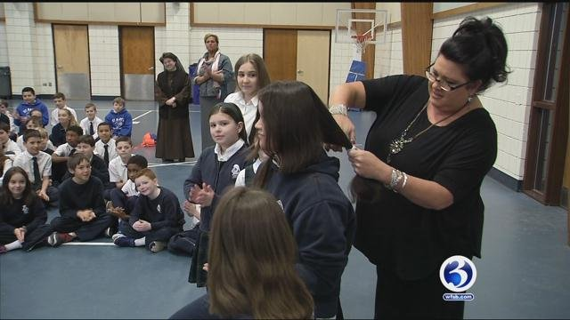 A Simsbury student rallies classmates to donate hair in honor of her mom. (WFSB)