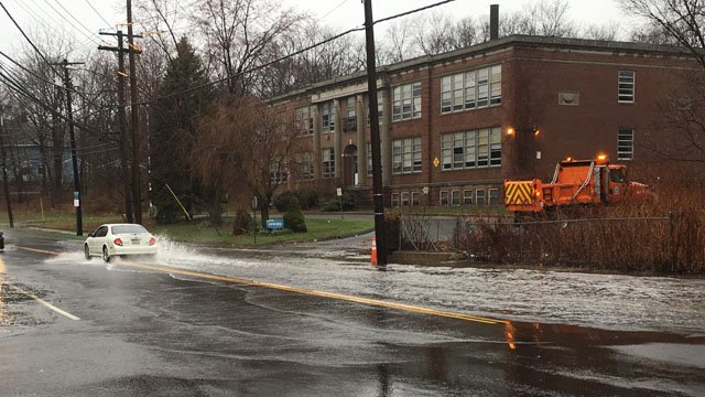 Flooding reported on Main Street and Painter Drive in West Haven. (WFSB photo)