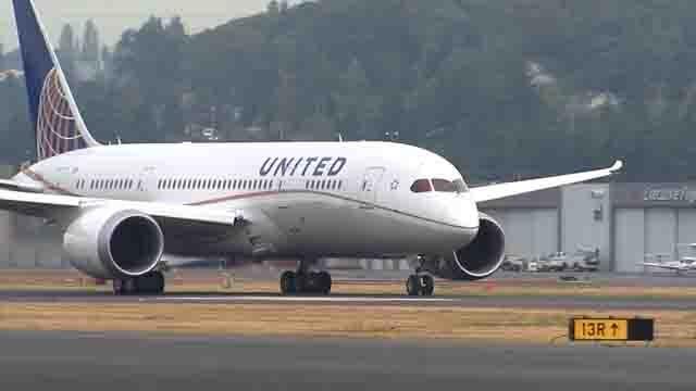 Senator Blumenthal is proposing airline passenger rights legislation (WFSB)
