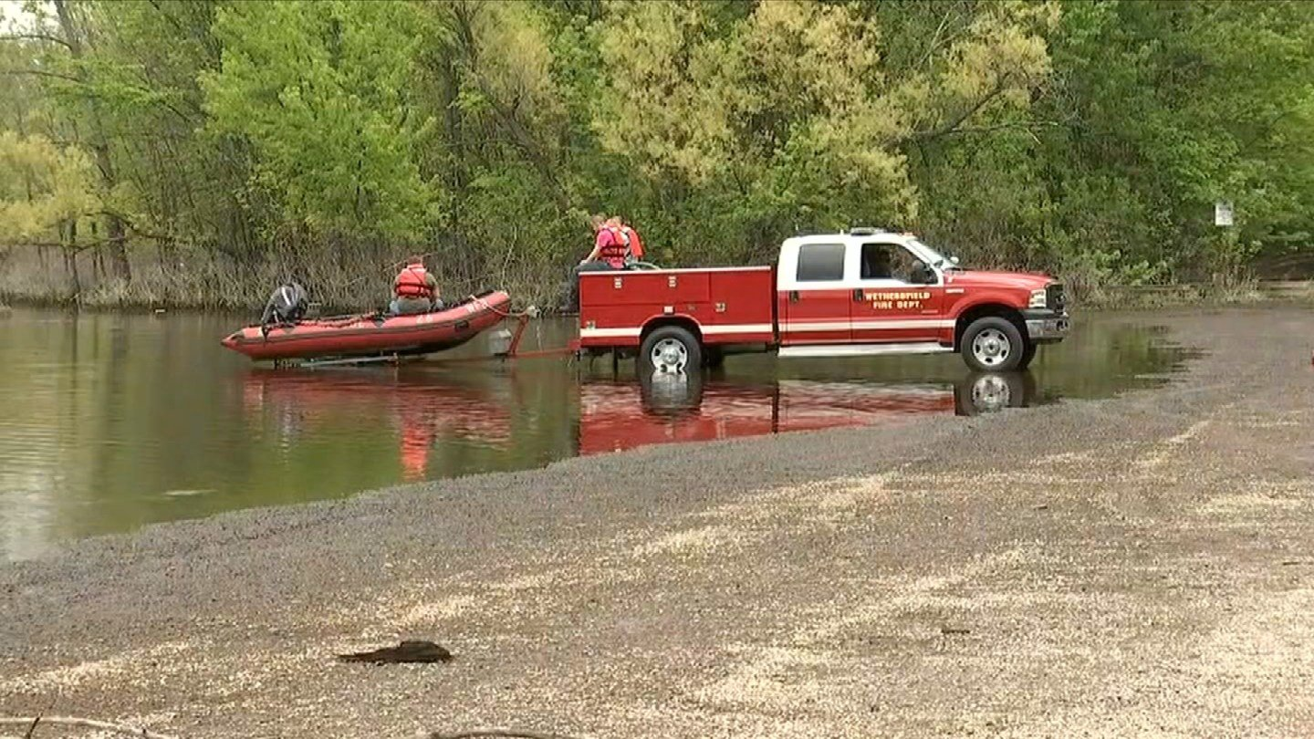 A kayaker drowned after his kayak overturned in Wethersfield Cove, police said. (WFSB)