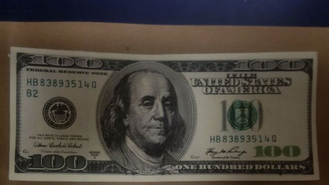 Police are warning businesses and people about counterfeit $100 bills (New London Police Department)