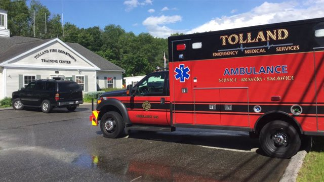 A school bus sustained a mechanical issue on Interstate 84 in Tolland. (@Tolland Alert)
