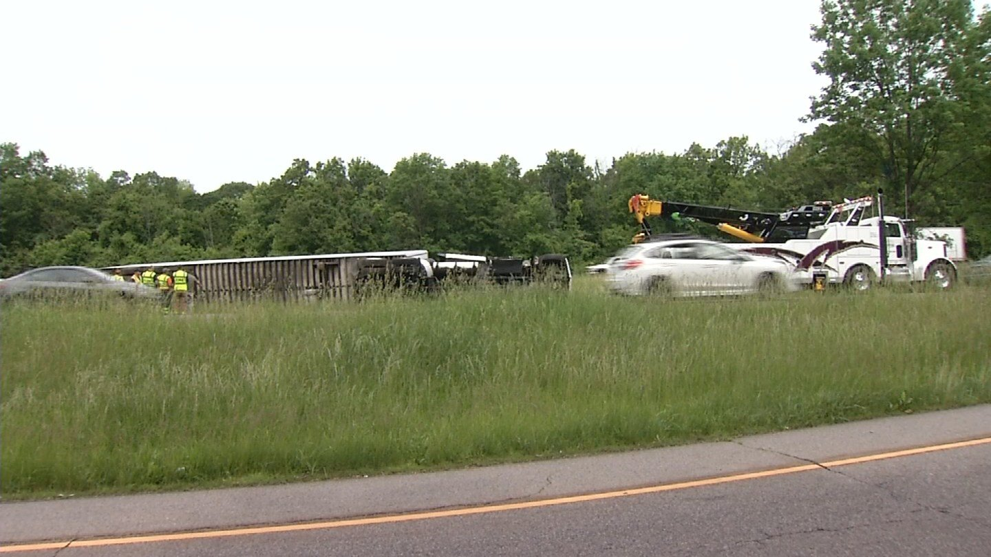 A truck carrying chicken overturned on I-91 north on Sunday morning. (WFSB)