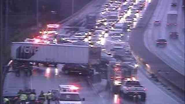 A tractor trailer crash has closed I-91 north in New Haven (CT DOT)