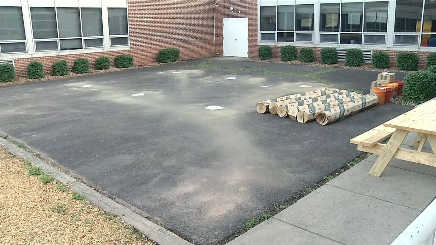 An empty space at the Yalesville Elementary School in Wallingford will soon be transformed into an outdoor classroom. (WFSB)