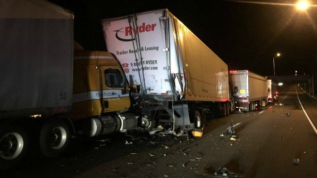 A tractor trailer crash has closed a portion of I-91 in Meriden (Courtesy CT State Police).