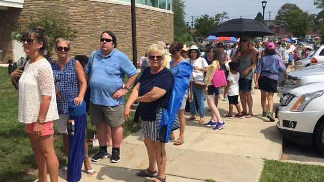 Lines outside of the Welles Turner Memorial Library in Glastonbury on Monday afternoon. (WFSB)
