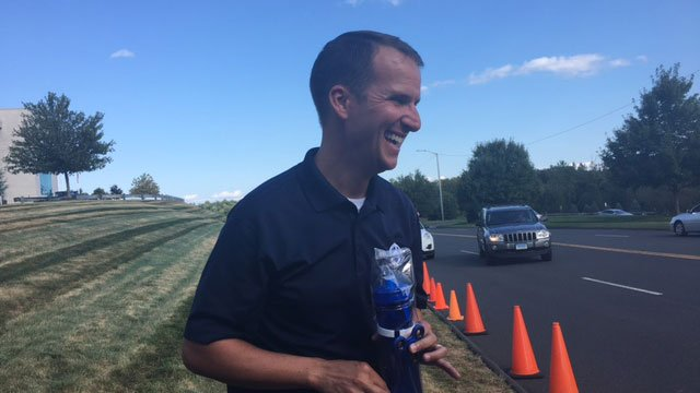 Channel 3 Anchor Mark Zinni hands out water bottles. (WFSB)
