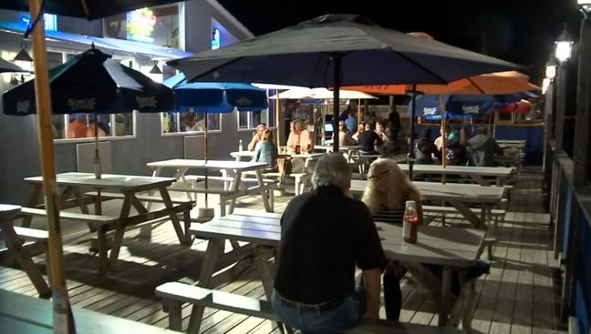 Businesses like Bill's Seafood are loving the warm start to autumn (WFSB)
