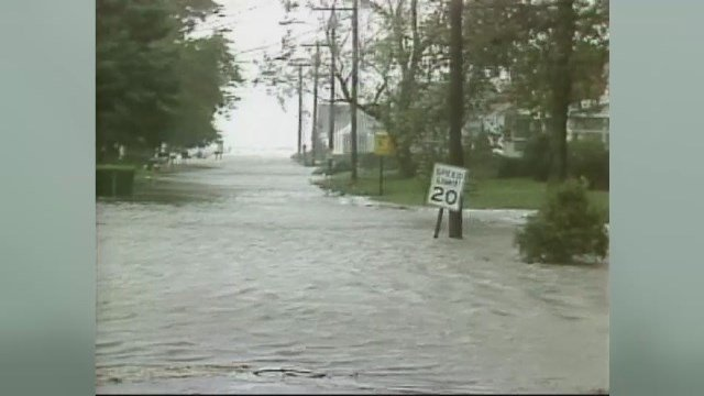 Pequot Avenue in New London back when Hurricane Gloria hit in 1985. (WFSB file)